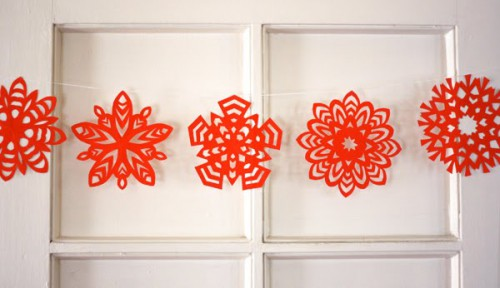 paper snowflake garland 500x288 best of office weekend roundup 24