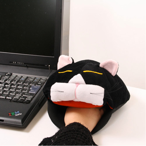 cat mousepad hand warmer 5 USB Items I want from Geekstuff4u