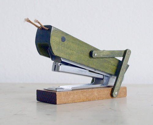 grasshopper stapler 500x409 best of office weekend roundup 58
