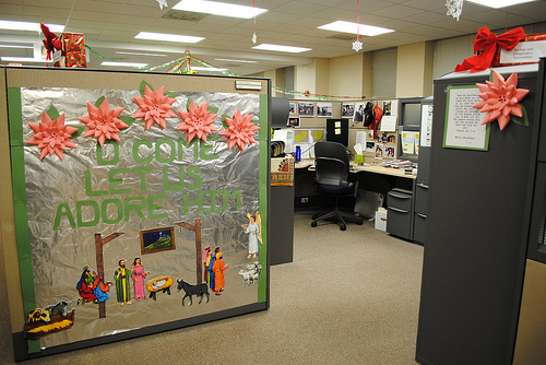 Office Cubicle Decorating Ideas  Dream House Experience ~ 070023_Christmas Decorations Ideas For Office Cube