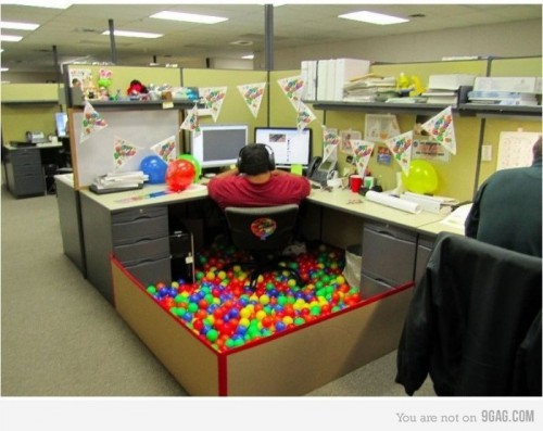 558893 700b 500x397 Office Entertainment from 9gag
