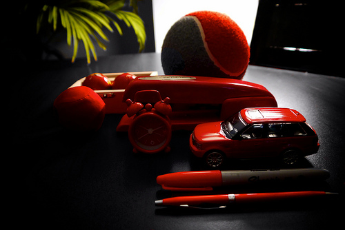 red-desktop-items