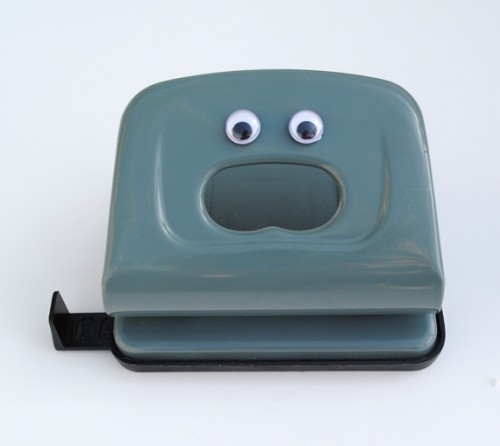 eye bombing hole punch 500x446 Best of Office Weekend Roundup 91