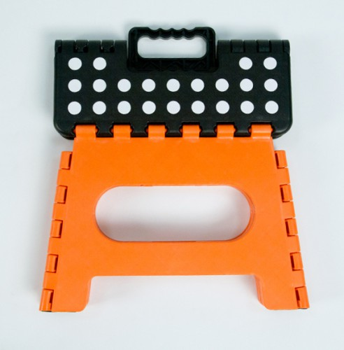 polka dot step stool 492x500 Best of Office Weekend Roundup 92