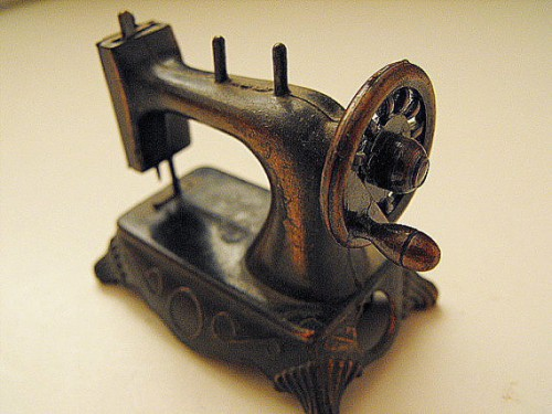 sewing machine pencil sharpener 500x375 Best of Office Weekend Roundup 98