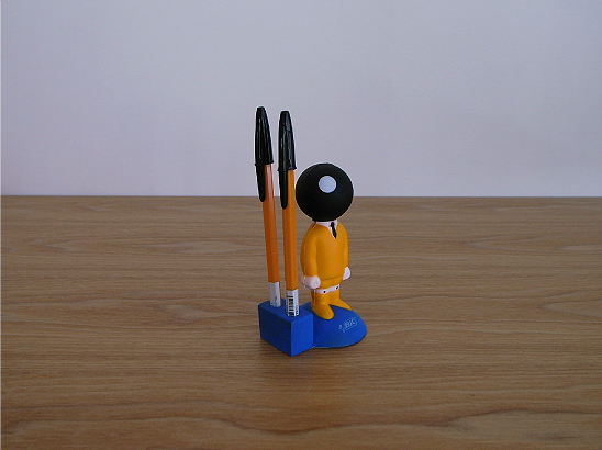 bic-boy-pen-stand