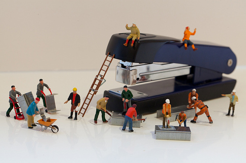 mini people refilling a stapler Best of Office Weekend Roundup 142