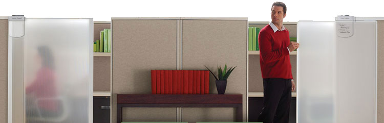 Cubicle with Privacy Screen