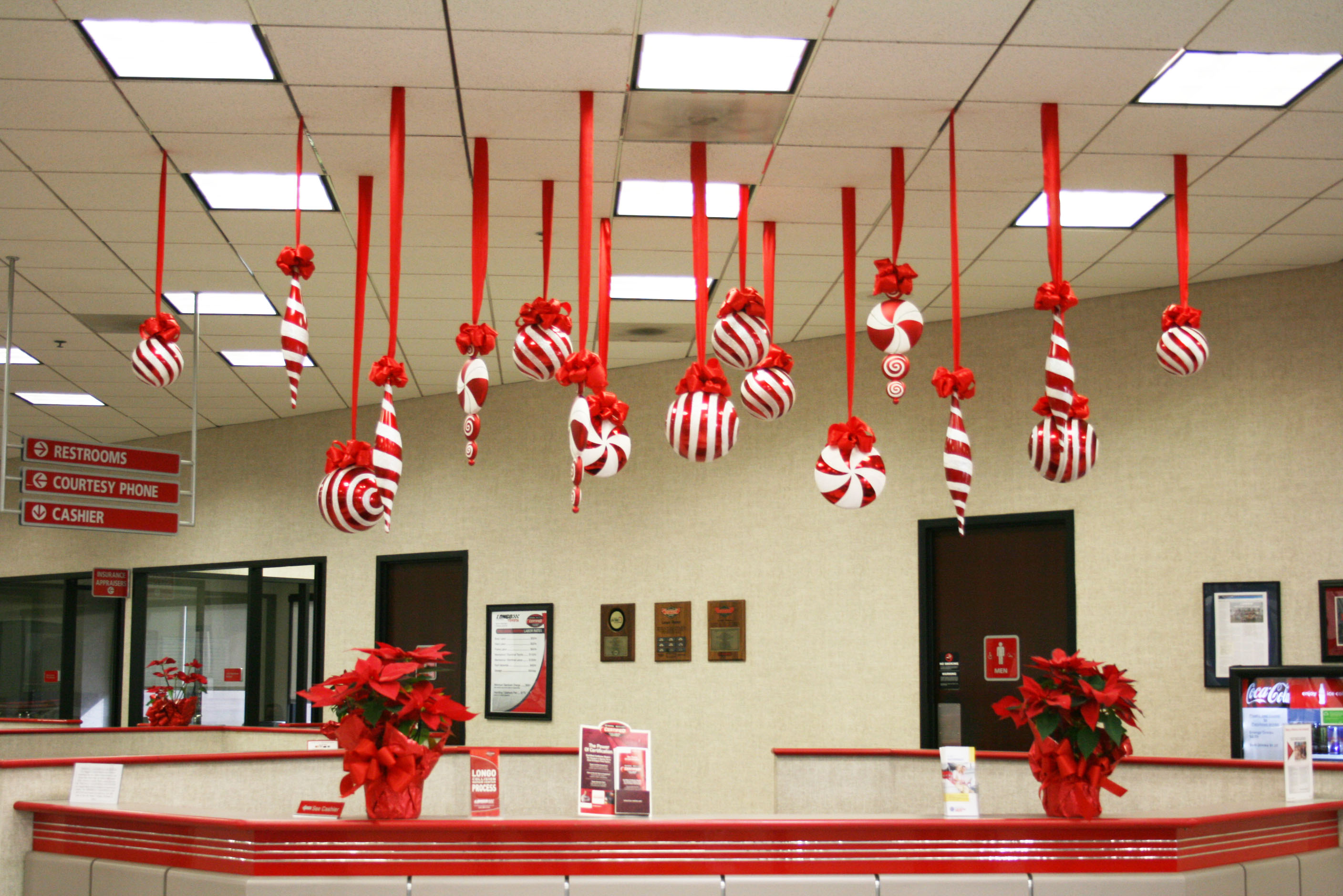 Bay decoration for christmas in the office - Poinsettia Reception Christmas Poinsettias Desk