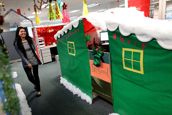Epic Christmas Cubicles  Shoplet ~ 070023_Christmas Decorations Ideas For Office Cube