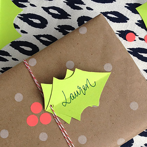 DIY-holly-berry-gift-wrapping-3_mini